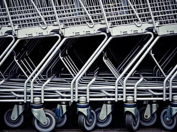 Carrinhos de supermercado enfileirados (Foto: Pixabay/Divulgação)