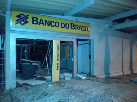 Agência bancária foi explodida em Venturosa — Foto: Reprodução/WhatsApp