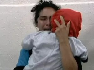 Mãe reencontra menina (Foto: Arquivo/Reprodução/TV Globo)