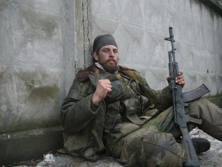 Rafael Lusvarghi em vilarejo na periferia da cidade de Debaltseve, no leste da Ucrânia, em 2015. sua atuação junto a separatista foi considerada como terrorista pela Ucrânia (Foto: Reprodução/ Facebook/ Rafael Lusvarghi)