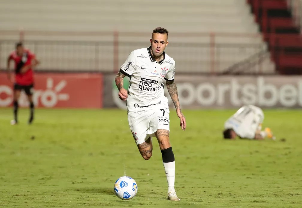 Luan teve atuação apagada contra o Atlético-GO — Foto: Rodrigo Coca/Agência Corinthians