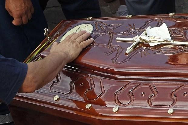 Preso mexicano tentou contrabandear celular em prisão em caixão da mãe (Foto: Reuters)