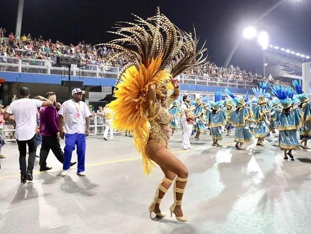 Ellen Rocche, rainha de bateria da Rosas de Ouro (Foto: Rafael Cusato / Ed. Globo)