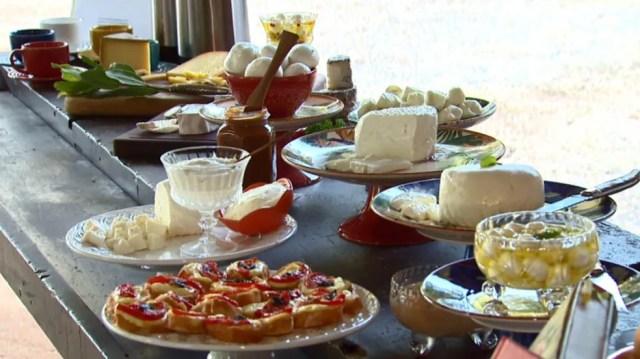 Degustação em queijaria de São José do Rio Pardo que foi uma das criadoras do Caminho do Queijo Artesanal Paulista — Foto: Reprodução EPTV