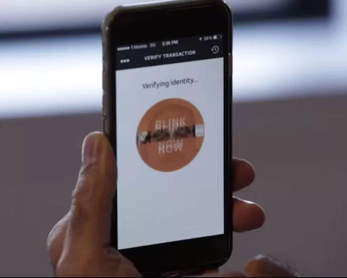 Aplicativo cria identidade virtual a partir do rosto do usuário (Foto: Reprodução/Youtube)