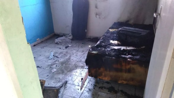 Sanfona e outros objetos foram destruído pelas chamas em casa na Grande Natal. Dono suspeita de ação criminosa. — Foto: Geraldo Jerônimo/Inter TV Cabugi