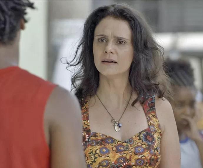 Rosângela fica pasma com os conselhos de Montanha (Foto: TV Globo)
