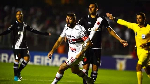 Com gol de Pratto no início, São Paulo derrota Vasco e encerra jejum no Brasileiro