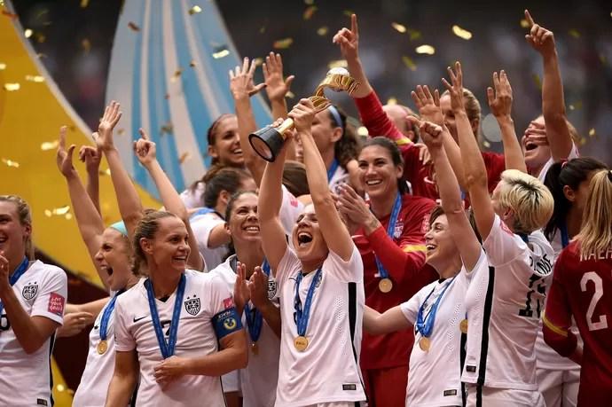 Americanas levantam a taça, Estados Unidos x Japão, Mundial feminino (Foto: Getty Images)