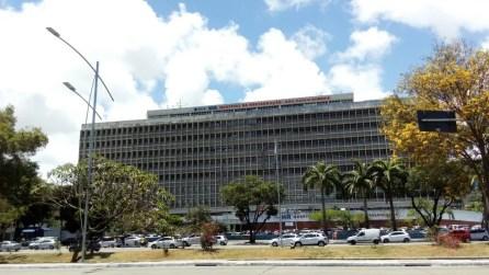 Hospital da Restauração fica no bairro do Derby, na área central do Recife (Foto: Marina Meireles/G1)