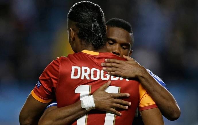 Drogba e Eto'o Chelsea x Galatasaray  (Foto: AP)