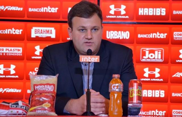 Vinicius Pinotti respondeu questões de conselheiros (Foto: Érico Leonan / saopaulofc.net)
