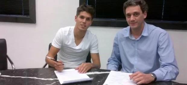 Patricio Rodriguez assina contrato com o Santos (Foto: Reprodução / Twitter)