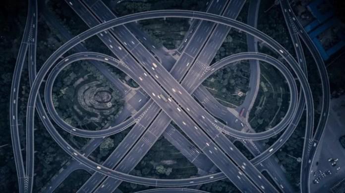 Especialistas já sabiam que vias expressas existem no espaço, mas só agora descobriram que podem ser conectadas entre si, como um complexo sistema de estradas — Foto: Getty Images via BBC