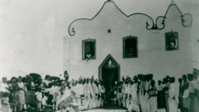 Cerimônia religiosa na antiga vila de Itaúnas — Foto: Parque Estadual de Itaúnas