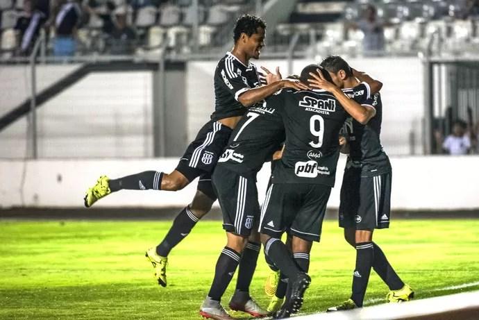 Comemoração Ponte Preta X Fluminense (Foto: Fábio Leoni / PontePress)