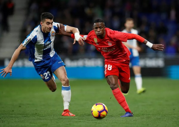 Vinicius Junior foi titular do Real Madrid no último sábado — Foto: REUTERS/Albert Gea