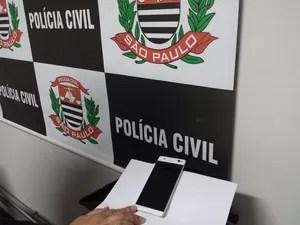 Protótipo de celular recuperado em Campinas (SP) (Foto: Divulgação/ Deinter 2)