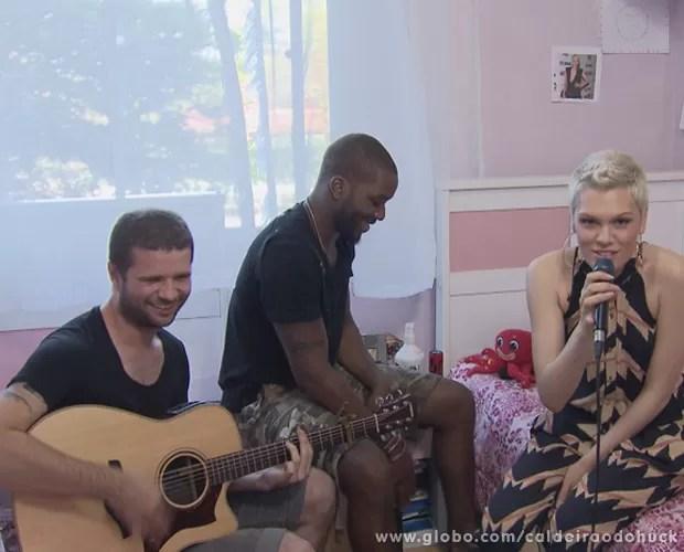 Jessie J faz show particular para fã no Brasil (Foto: Caldeirão do Huck/TV Globo)