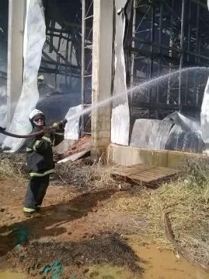 Fogo Uberlândia (Foto: Corpo de Bombeiros/Divulgação)