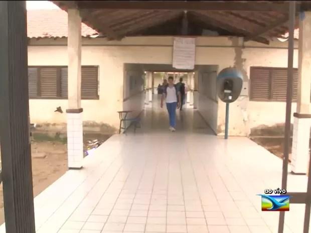 Estudante tem pescoço cortado em frente a escola em São Luís (MA) (Foto: Reprodução / TV Mirante)