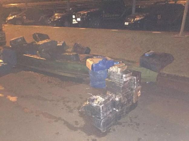 Maconha e mercadorias contrabandeadas foram apreendidas na Operação Fronteira Integrada, em Foz do Iguaçu (Foto: Polícia Federal/Divulgação)