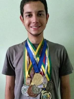 Romero Moreira, de 17 anos, vai fazer o Enem para estudar engenharia aeroespacial na UFMG (Foto: Arquivo pessoal/Romero Moreira)