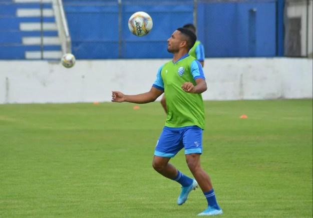 Cedric durante treino no Nelsão — Foto: Augusto Oliveira/ASCOM CSA