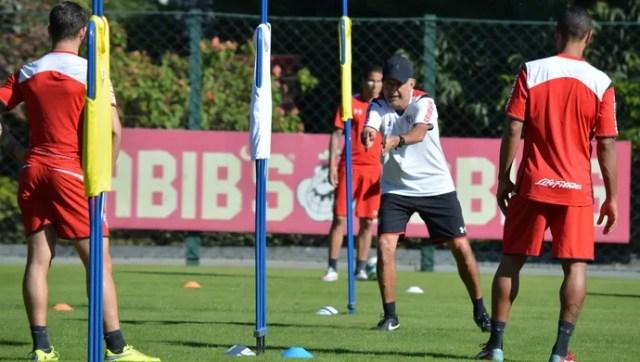 Osorio Treino São Paulo barreiras vestidas (Foto: Érico Leonan/saopaulofc.net)
