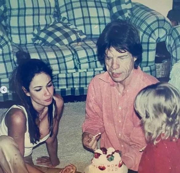 Luciana com Lucas pequeno e Mick Jagger (Foto: Reprodução)