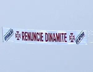 Avião Renuncie Dinamite Vasco praia faixa (Foto: Fabio Penna / Globoesporte.com)