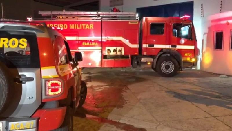 Quando Corpo de Bombeiros chegou ao local, população já havia combatido as chamas — Foto: Walter Paparazzo/G1