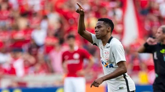 d170ac2b69 Reviravolta no Brasileirão  Palmeiras desaba e Corinthians assume a ponta