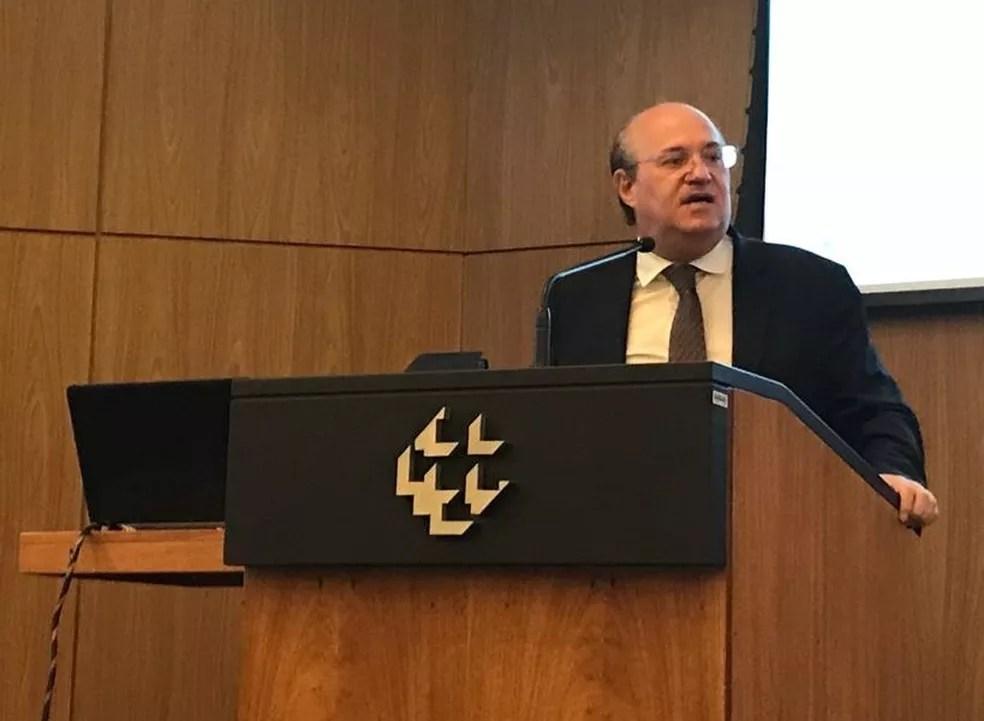 O presidente do Banco Central (BC), Ilan Goldfajn, durante anúncio nesta quarta-feira (28) — Foto: Alexandro Martello/G1