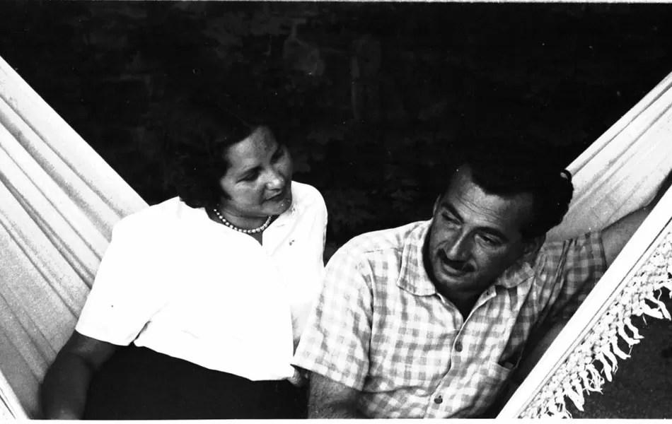 Jorge Amado e Zélia Gattai na Tchecoslováquia, no ano de 1951 (Foto: Zélia Gattai/Acervo Fotográfico Zéllia Gattai)