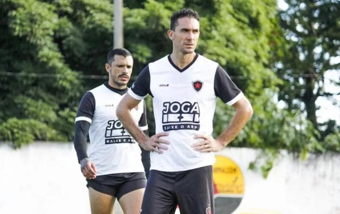 Sem Lohan, Lucas Simón deve seguir como a referência de ataque do Belo — Foto: Nádya Araújo / Botafogo-PB