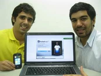 Lucas Mello e João Paulo, idealizadores do software que ajuda surdos a entender o português (Foto: Divulgação)