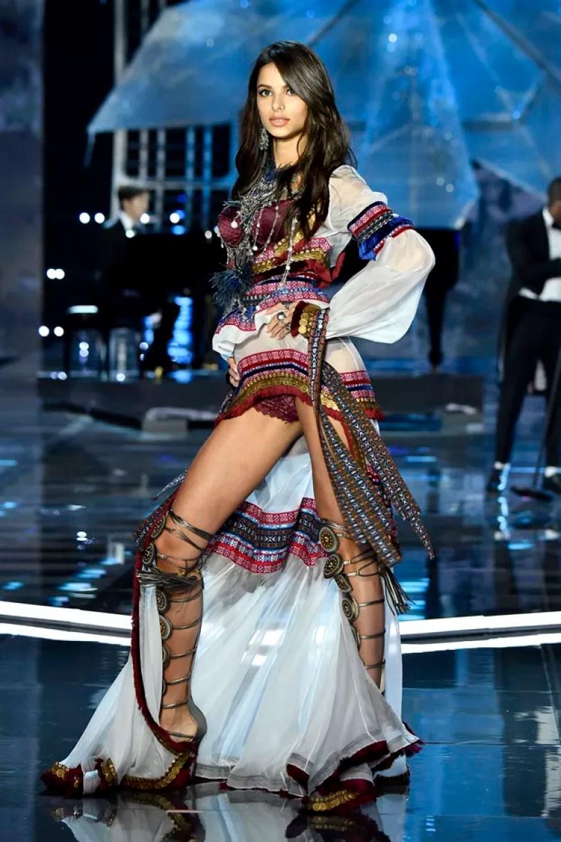 bruna lirio - 17 Modelos da Victoria's Secret que faltaram ao evento na China