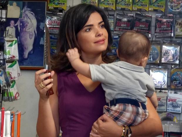 Aline pensa em se livrar de César e fugir para Bélgica (Foto: Amor à Vida/TV Globo)