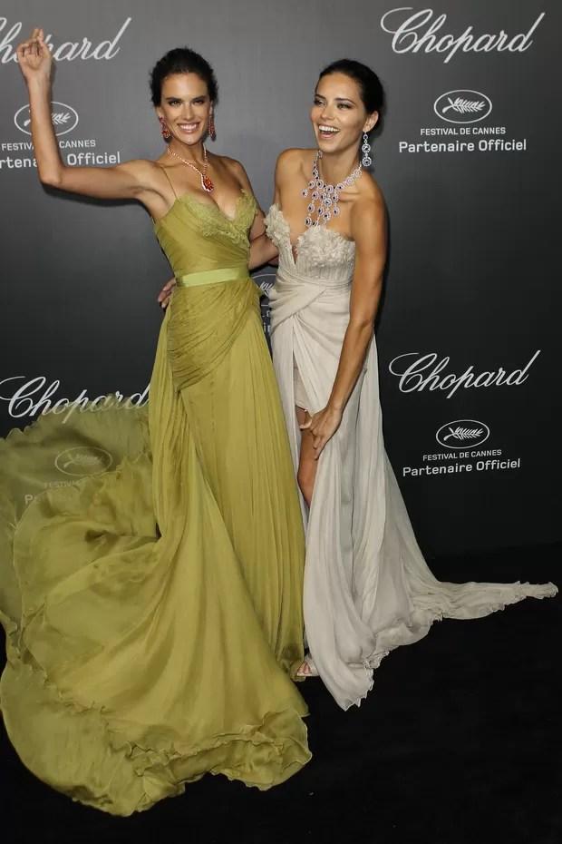 Alessandra Ambrosio e Adriana Lima em Cannes (Foto: AFP / Agência)