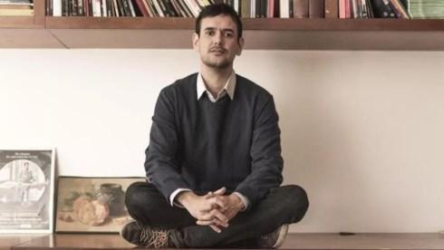 Autor do livro 'A mulher faminta', Tiago Germano, vai lançar a obra nesta quinta-feira (20), em João Pessoa — Foto: Gabriel Munhoz/Divulgação