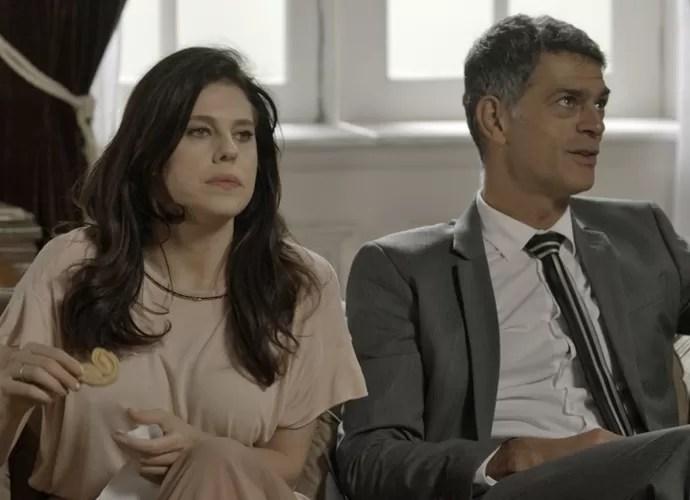 Dante fala sobre ex de Lara na frente de Nelita (Foto: TV Globo)
