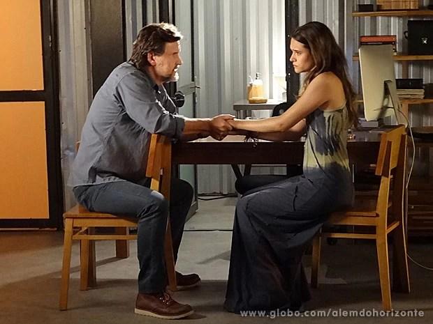 Pai e filha não se entendem muito bem (Foto: Além do Horizonte / TV Globo)