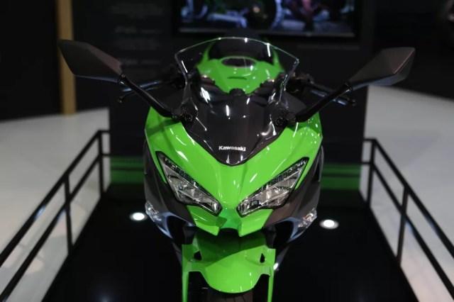 Kawasaki Ninja 400 no Salão Duas Rodas (Foto: Marcelo Brandt/G1)