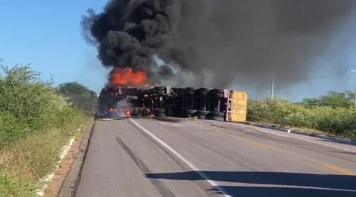 Acidente causou interdição da BR-304 no interior do RN — Foto: Edmilson Santos