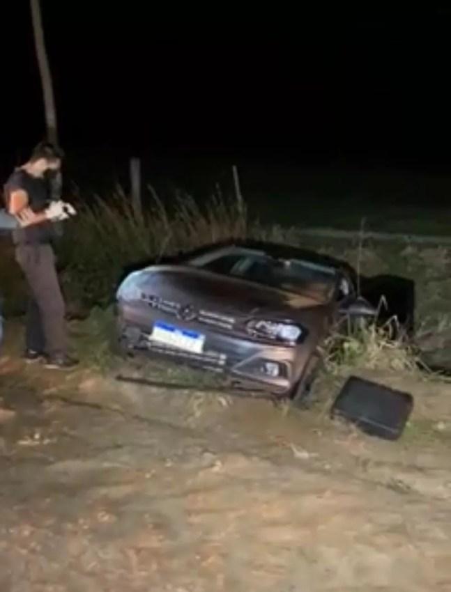 Carro que o jovem dirigia foi abandonado pelos criminosos em Tangará da Serra — Foto: Franthescoly Gomes