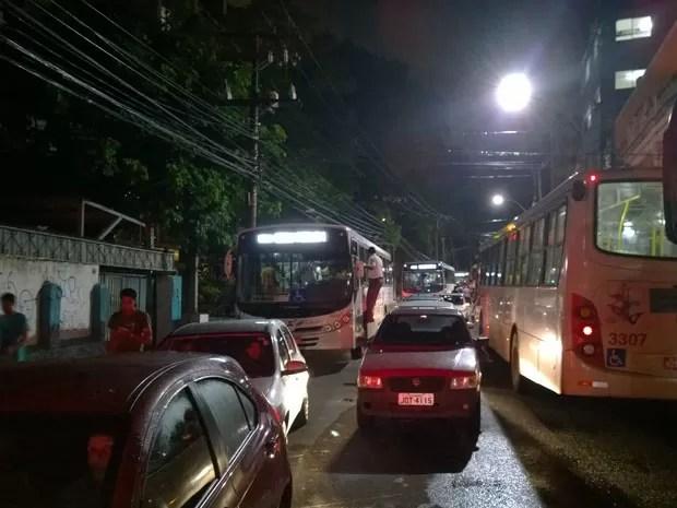 Trânsito ficou bastante congestionado em Salvador, principalmente na Avenida Joana Angélica, local onde ocorreu a caminhada. (Foto: Yuri Girardi/G1 Bahia)