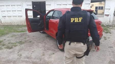 Carro apreendido pela PRF — Foto: Polícia Rodoviária Federal/Divulgação