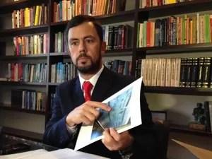 Advogado de Leandro Boldrini concedeu entrevista coletiva nesta segunda  (Foto: Caetanno Freitas/G1)
