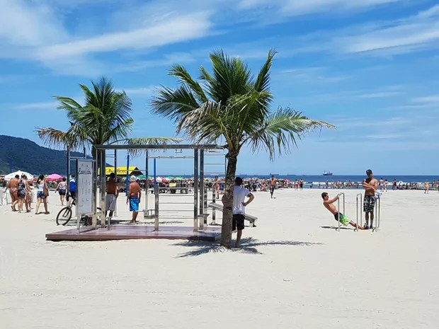 Parque de calistenia na praia de Santos (Foto: Mariane Rossi/G1)